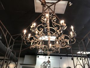 Brooks & Collier, Chandaliers